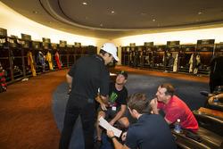 Helio Castroneves, Kurt Busch et Kyle Busch