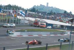 Jean Alesi, Ferrari 412T2 vor Michael Schumacher, Benetton B195