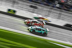 №63 Scuderia Corsa Ferrari 488 GT3: Кристина Нильсен, Алессандро Бальцан, Сэм Бёрд, Маттео Крессони; №21 Konrad Motorsport Lamborghini Huracan GT3: Марко Мапелли, Марк Бассенг, Лука Штольц, Лэнс Уилси, Франц Конрад