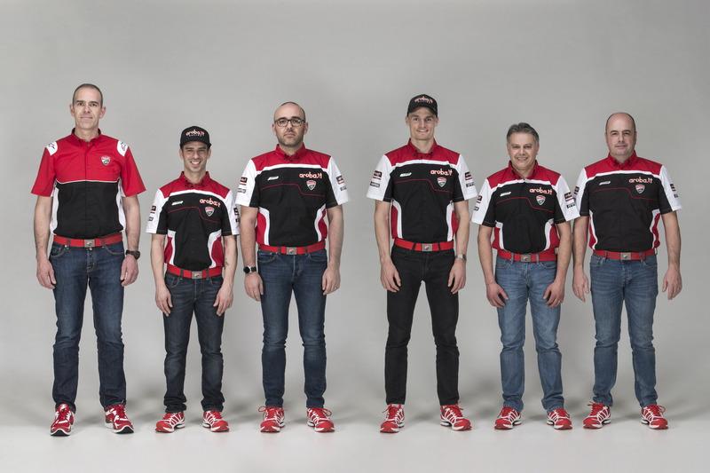 Marco Melandri en Chaz Davies, Ducati Team met het team
