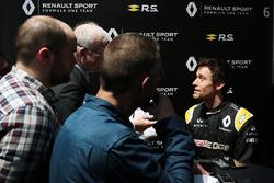 Jolyon Palmer, Renault Sport F1 Team con los medios