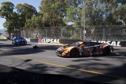 #7 Darrell Lea Aston Martin Vantage GT3: Tony Quinn kaza