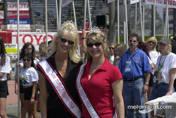 La reine et les princesses : Miss Toyota Grand Prix de Long Beach 2002
