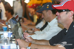 Drivers autograph session: Jimmy Vasser