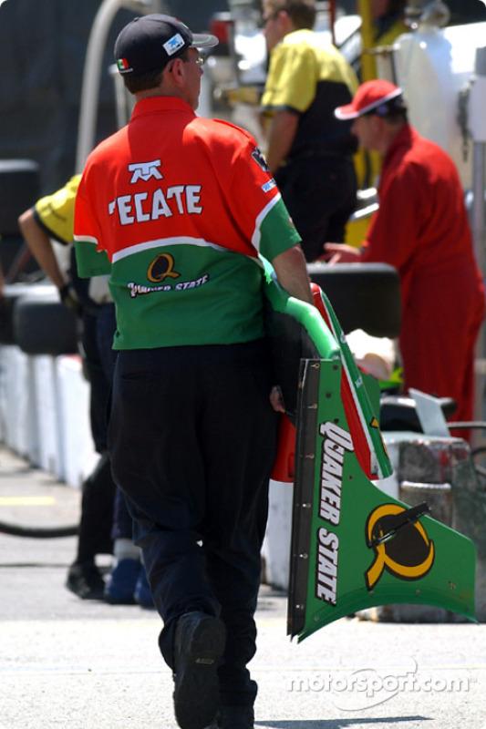 Ala delantera del coche de Adrián Fernández