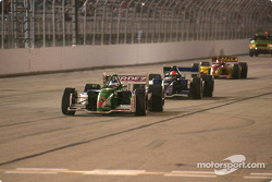 Ryan Hunter-Reay leads the field under yellow