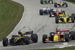 Oriol Servia and Sébastien Bourdais battle for second place