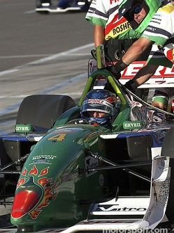 Team Herdez putting the final tweaks to Ryan Hunter-Reay's car