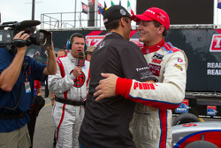 Victory circle: race winner Stefan Wilson, Andretti Autosport celebrates with brother Justin Wilson