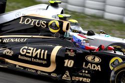 Vitaly Petrov, Lotus Renault GP, Nico Rosberg, Mercedes GP F1 Team