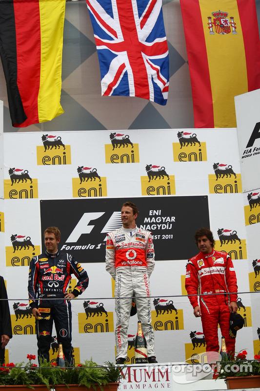 Подіум: 1. Дженсон Баттон, McLaren-Mercedes. 2. Себастьян Феттель, Red Bull - Renault. 3. Фернандо Алонсо, Ferrari