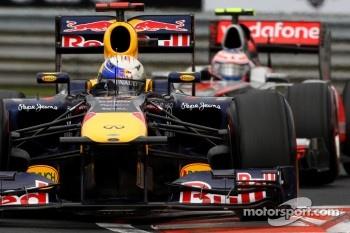Sebastian Vettel, Red Bull Racing leads Jenson Button, McLaren Mercedes