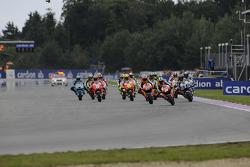 Inicio: Casey Stoner, Repsol Honda Team, Dani Pedrosa, Repsol Honda Team, Jorge Lorenzo, Yamaha Factory Racing lidera el grupo
