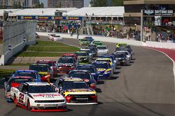 Arrancada: Jacques Villeneuve, Penske Racing Dodge líder