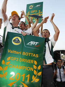 The team celebrate Valtteri Bottas winning the race and the drivers championship