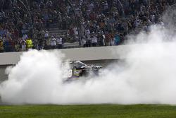 Race winner Kevin Harvick, Richard Childress Racing Chevrolet celebrates