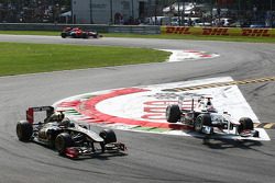 Bruno Senna, Lotus Renault GP and Kamui Kobayashi, Sauber F1 Team