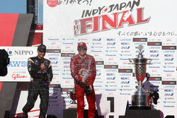 Podium: race winner Scott Dixon, Target Chip Ganassi Racing, second place Will Power, Team Penske