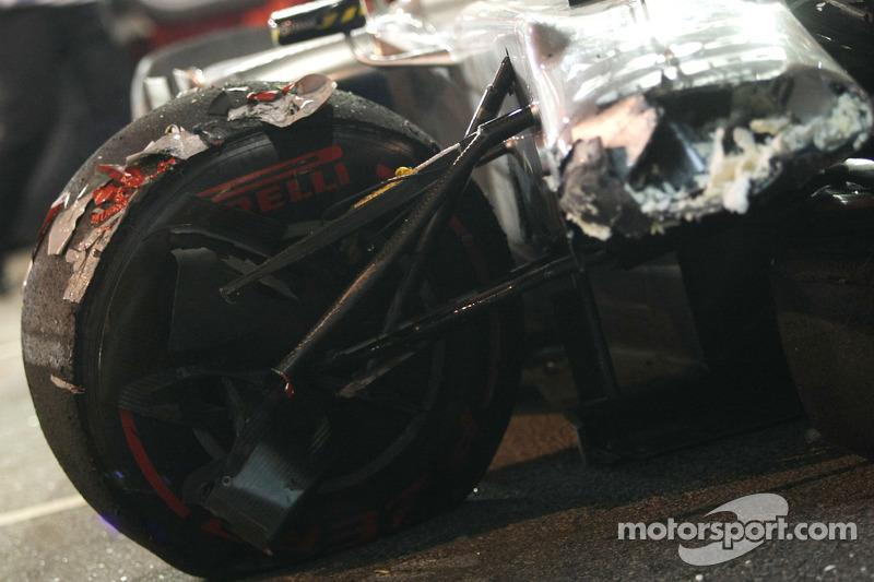 Машина Михаэля Шумахера после его аварии, Mercedes GP