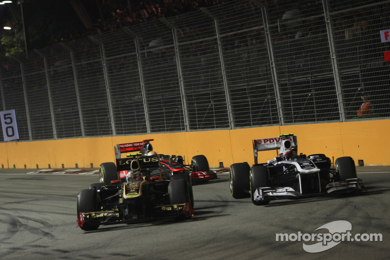 Vitaly Petrov, Lotus Renault GP and Pastor Maldonado, AT&T Williams