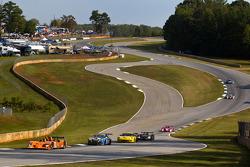 #012 Autocon Lola B06/10 AER: Tony Burgess, Chris McMurry, Bryan Willman leads a group of cars