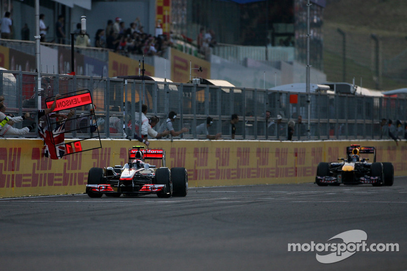 Jenson Button, McLaren Mercedes y Sebastian Vettel, Red Bull Racing