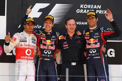 Podio: ganador de la carrera Sebastian Vettel, Red Bull Racing, segundo clasificado Lewis Hamilton,