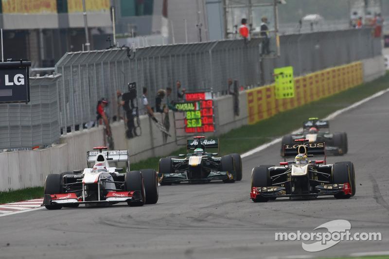 Kamui Kobayashi, Sauber F1 Team and Bruno Senna, Lotus Renault GP