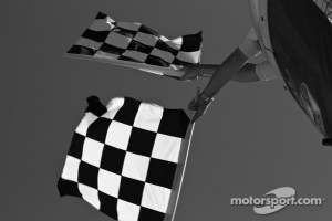 Double checkered flag after the five lap tribute to Dan Wheldon