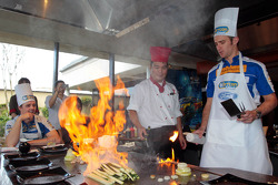 Will Davison and Mika Salo enjoy some cooking