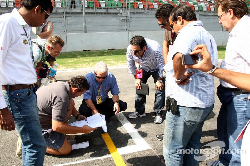 Charlie Whiting, FIA Safety delegate, Race director & offical starter