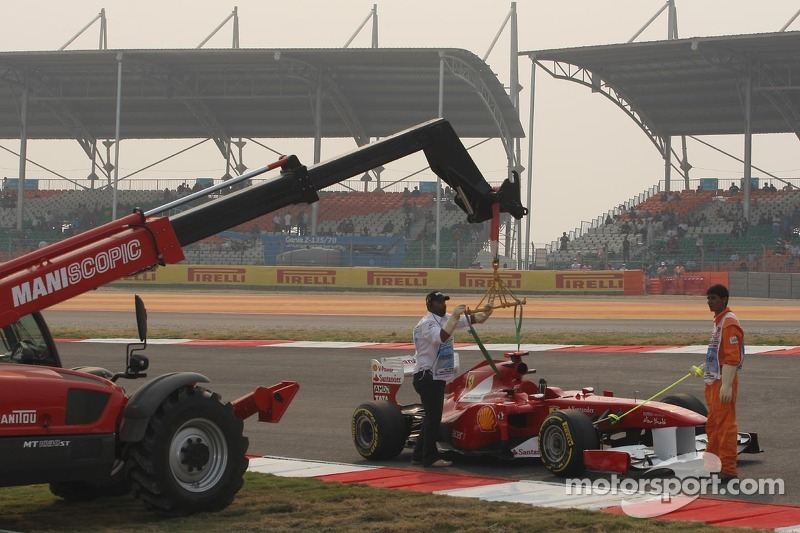Fernando Alonso, Scuderia Ferrari stopped on track