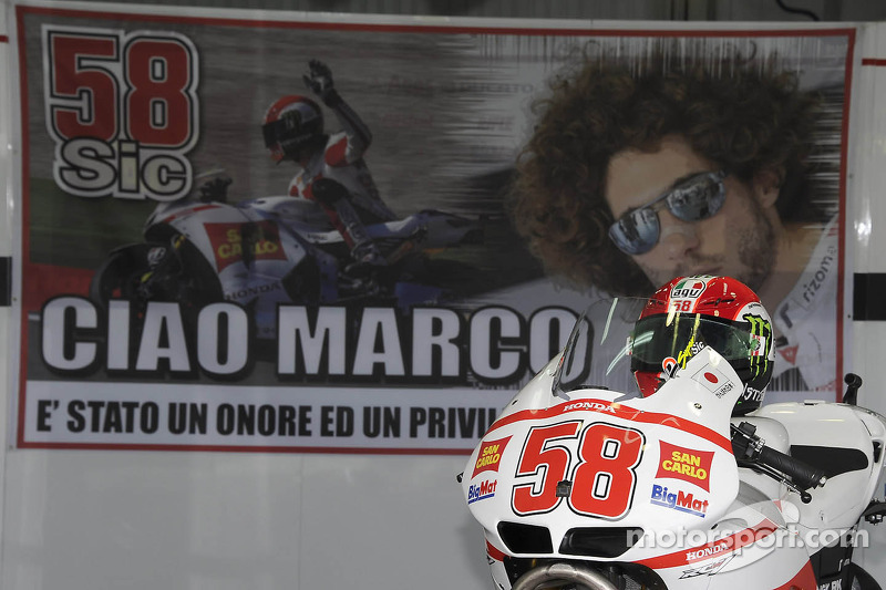 A tribute to Marco Simoncelli in Team Gresini's pit box