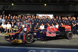 Scuderia Toro Rosso team picture