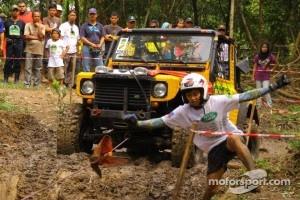 Land Rover Philippines team