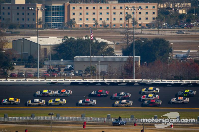 Kyle Busch, Joe Gibbs Racing Toyota aan de leiding