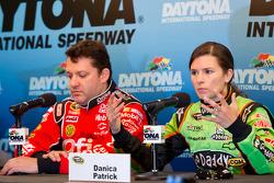 Press conference: Tony Stewart, Stewart-Haas Racing Chevrolet and Danica Patrick, Stewart-Haas Racin