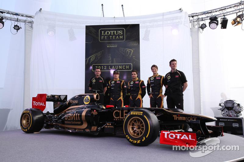 Eric Boullier, Team Principal, Lotus Renault F1 Team met Kimi Raikkonen, Jérôme d'Ambrosio,  Lotus Renault F1 Team, Romain Grosjean, Lotus Renault F1 Team en James Allison
