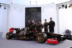Eric Boullier, Team Principal, Lotus Renault F1 Team with Kimi Raikkonen, Jérôme d'Ambrosio, Lotus Renault F1 Team, Romain Grosjean, Lotus Renault F1 Team and James Allison, Lotus Renault F1 Team Technical director