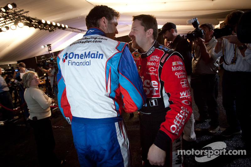 Elliott Sadler, Kevin Harvick Inc. Chevrolet en Tony Stewart, Stewart-Haas Racing Chevrolet