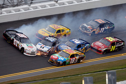 Kurt Busch, Tony Stewart, A.J. Allmendinger, Brad Keselowski, Kyle Busch, Denny Hamlin and Jeff Gordon involved in a crash