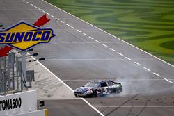 Kasey Kahne, Hendrick Motorsports Chevrolet crashes