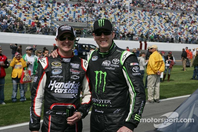 Kurt Busch, Phoenix Racing Chevrolet and Kyle Busch, Kyle Busch Motorsports Toyota