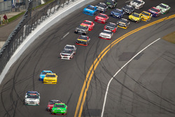 Danica Patrick, JR Motorsports Chevrolet leads the field
