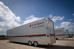 Sebring paddock, Thursday 2012-03-08: Audi Sport arriving