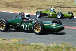 #121 Alex Morton - Lotus 21 (1961) and #33 Ian Hebblethwaite - Merlyn Formula Ford