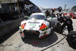 #23 Alex Job Racing Audi R8 LMS GT3: Bill Sweedler, Townswend Bell, Frank Montecalvo, Pit stop