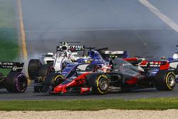 Кевин Магнуссен, Haas F1 VF-17, Маркус Эрикссон, Sauber C36, Лэнс Стролл, Williams FW40
