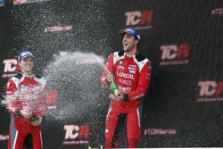 Podium: Race winner Pepe Oriola, Lukoil Craft-Bamboo Racing, SEAT León TCR