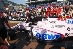Sergio Perez's Sahara Force India F1 VJM10, en el pitlane